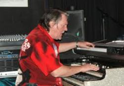 Brian Auger túl a 70-en is ereje teljében gyűri a billentyűket