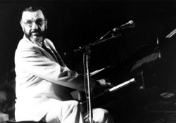 Elment a rhythm and blues nagy öregje, a feketeszívű Johnny Otis
