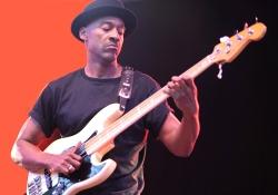 Évtizedek óta őt tartják a világ legjobb basszerosának, Marcus Miller a Sportarénában