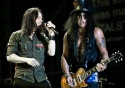 Az angol rocklistát végre Slash és Myles Kennedy lemeze vezeti