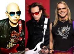 A jelen gitáros istenei közül hárman jönnek hozzánk