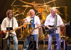 Ezeket a dalokat játszotta Neil Young Crazy Horse zenekara az első bulin