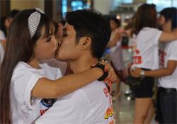 Csók világrekord kísérlet Valentin nap alkalmából