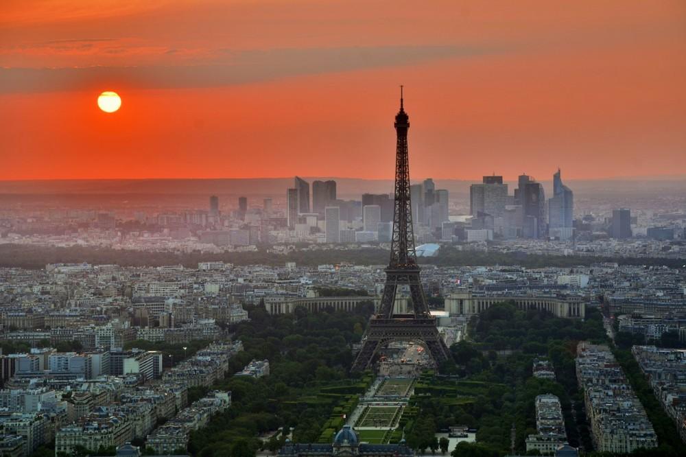 Párizsba lassan visszatér az élet